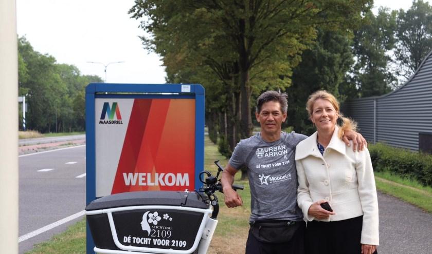 Maarssenaar Stefan Vreugdenburg met wethouder Anita Sorensen van de gemeente Maasdriel. Onderweg sprak hij met 24 zorgwethouders en een burgemeester. Eigen foto