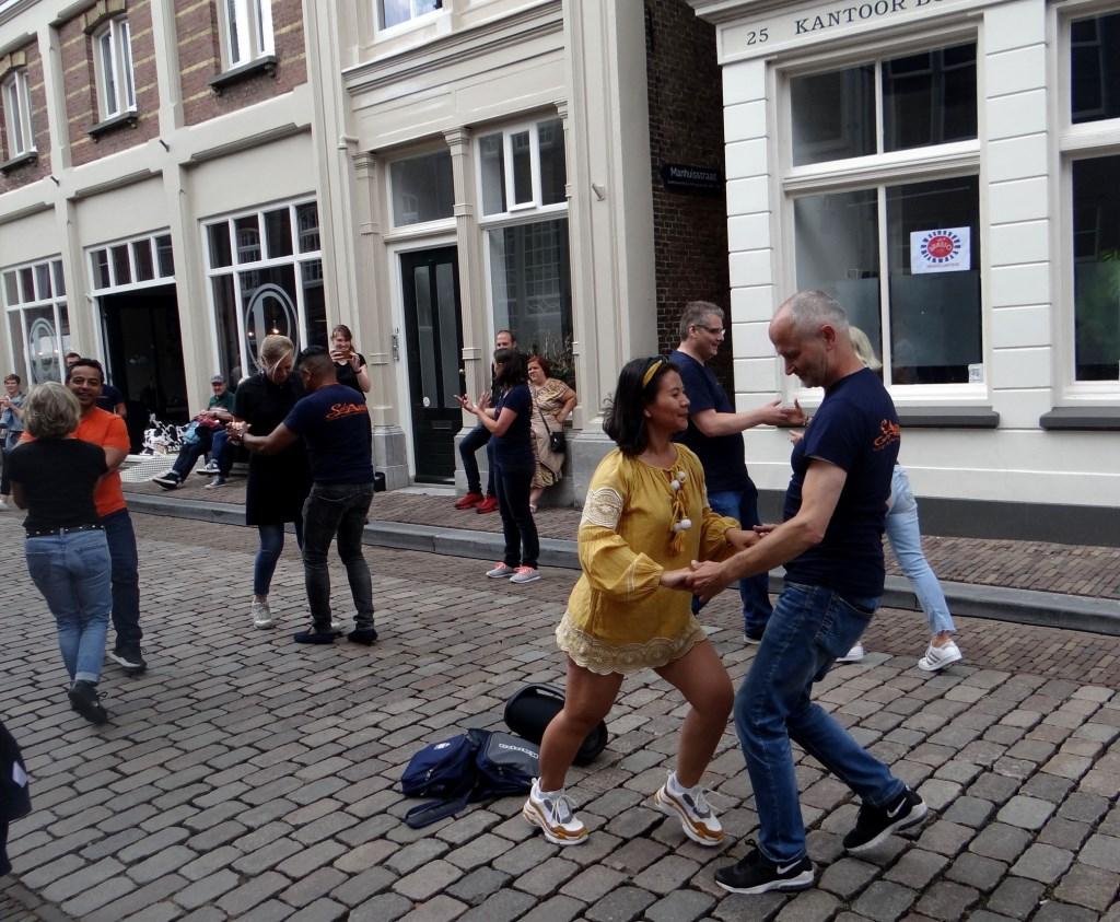 Salsa op straat Foto: Ferry © DPG Media