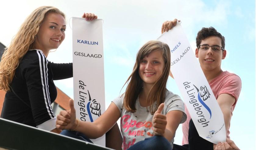 Karlijn Brink, Nathalie van Gameren en Niels Hoenders zijn drie van de 251 geslaagden dit jaar op de Lingeborgh.