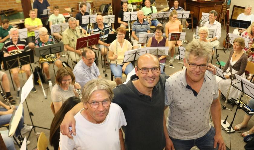 De organisatoren van het eerste uur voor het orkest. V.l.n.r. Theo Mulder, Jan Barend Westerink en Johan Kobes. (Foto: Arjen Dieperink)