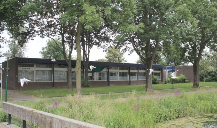 Als het aan de bewoners ligt komt er geen hoogbouw aan de Hitteschild waar nu nog een oude school staat. (Foto: Lysette Verwegen)