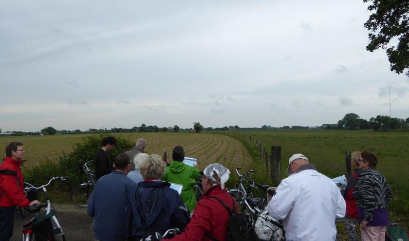 Deelnemers tijdens een eerdere fietstocht met de Historische Kring Nieuwegein. Foto: HKN.