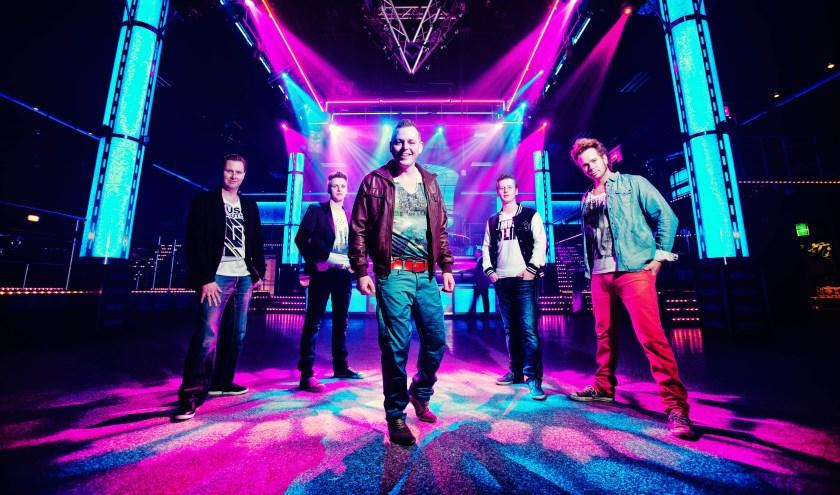 Allround coverband Kraakthelder geeft op vrijdag 23 augustus een optreden. (Foto: Martin Hogeboom).