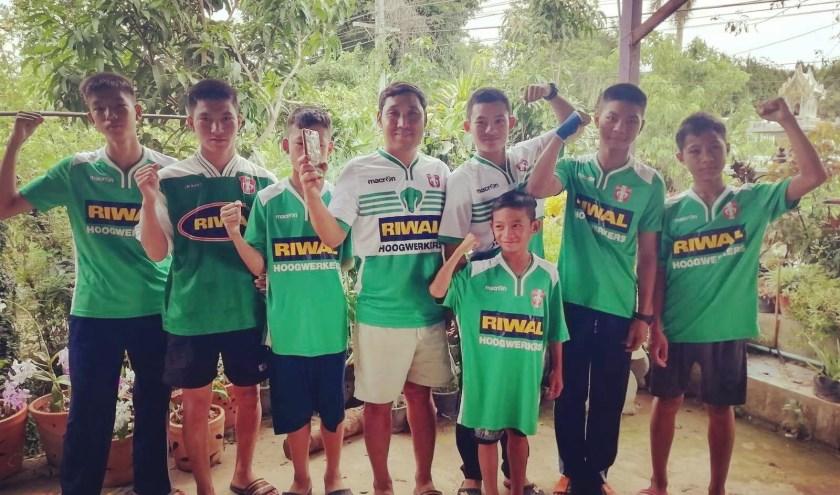 Inmiddels lopen er twaalf jongen in het Thaise Pa Mai rond in FC Dordrecht shirts.