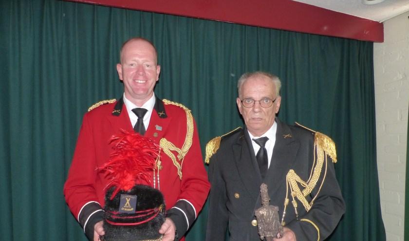 Links, de nieuwe hoofdcommandant Mario Staring. Rechts, de scheidende hoofdcommandant Frank Molenaar.