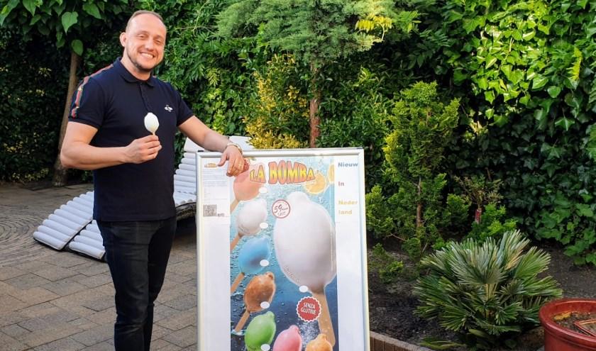 Marco Heeren kan zijn favoriete ijsje nu ook elke dag thuis eten. En hij laat de hele regio graag kennismaken met La Bomba. Foto: Cor Hulsbus