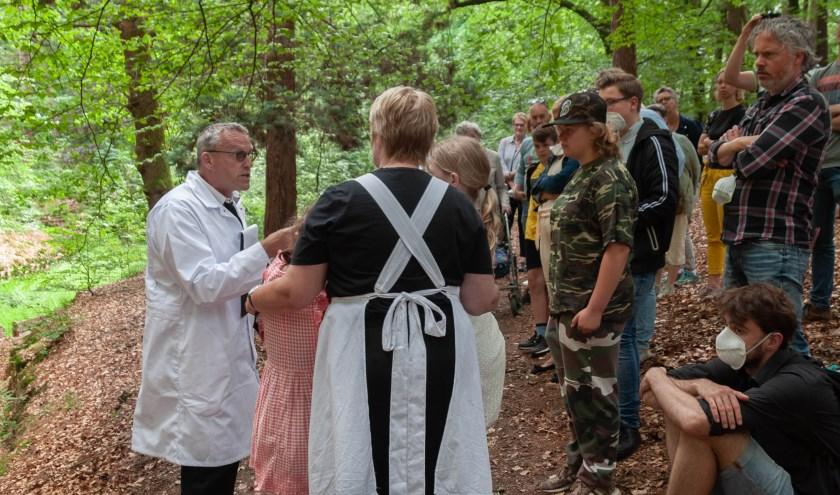 Scene uit 'Achter de berg', de voorstelling van Marèl Olthof over Krönnenzommer als sanatorium. Foto: Marloes Ligtenberg.