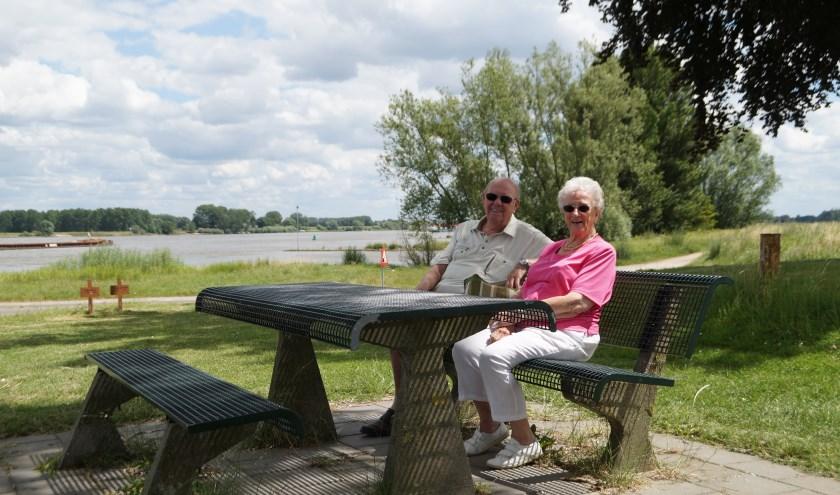Marielle Pelle trof Willem en Zus Hardenbol uit Eindhoven aan op de dijk naar Bommel.