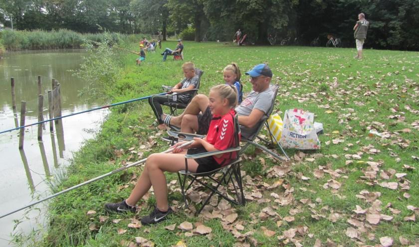 Tijdens de jeugdviswedstrijd van vorig jaar deden flink wat jongeren mee. (foto: PR)