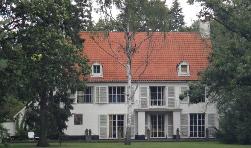 Dit woonhuis kreeg in 1947 een eigentijdse gevel van architect Jos. Bedaux. info: www.heemkundekringtilburg.nl