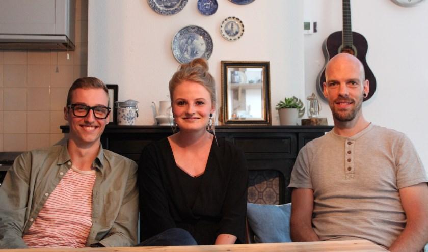Van linsk af Joris, Alinda en Bram. Woongroep De Stal vormt een warm nest voor jongeren die nog niet zelfstandig kunnen wonen.