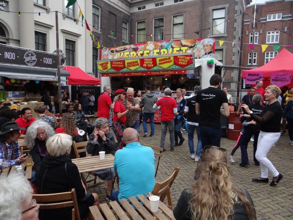 Salsa op Stadhuisplein Foto: Ferry © DPG Media