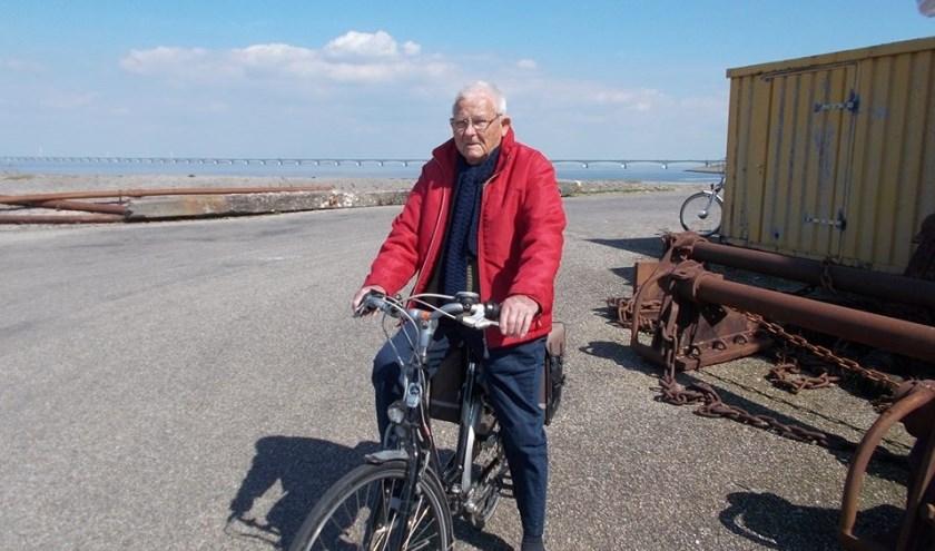 """Boete Minneboo op de fiets aan de haven van Colijnsplaat; """"Heel Noord-Beveland is mooi.""""  Foto: Tine vd Weele"""