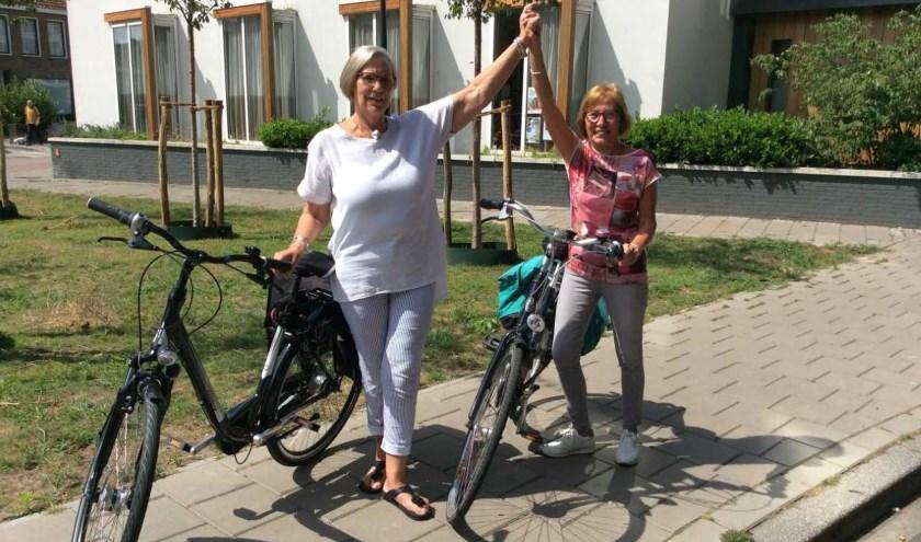 Mary Metz (links) en Yvon Badart fietsen al 25 jaar de Fietsvierdaagse Enschede met een groep vriendinnen.