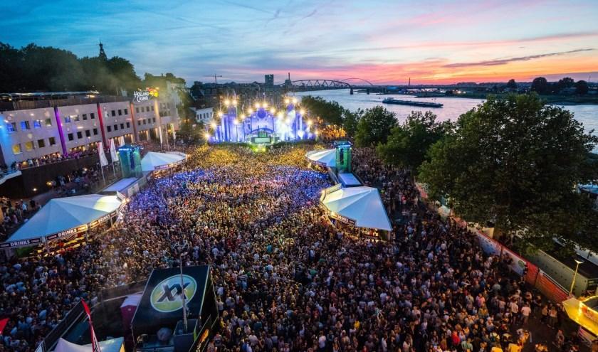 Van reddingspoging tot het grootste evenement van Nederland. In 50 jaar tijd groeien de Vierdaagsefeesten tot een feest van zeven dagen met meer dan 1,6 miljoen bezoekers. (persfoto: Jan Willem de Venster)