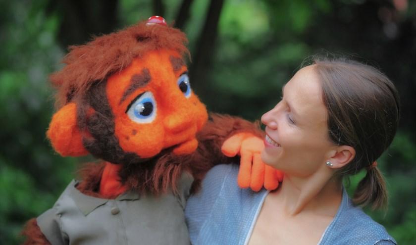 Charlotte de Lange met Ollie Trollie.