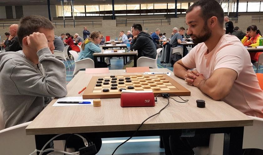 Titelverdediger Martijn van IJzendoorn (rechts) kwam in de eerste ronde in actie tegen de Rus Arian Konstantinov. (Foto: Emile Hilgers)