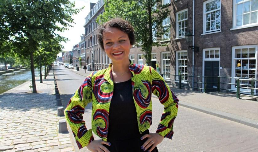 Amélie  heeft in veel landen gewoond maar is gelukkig in Den Haag (Foto: Peter van Zetten)