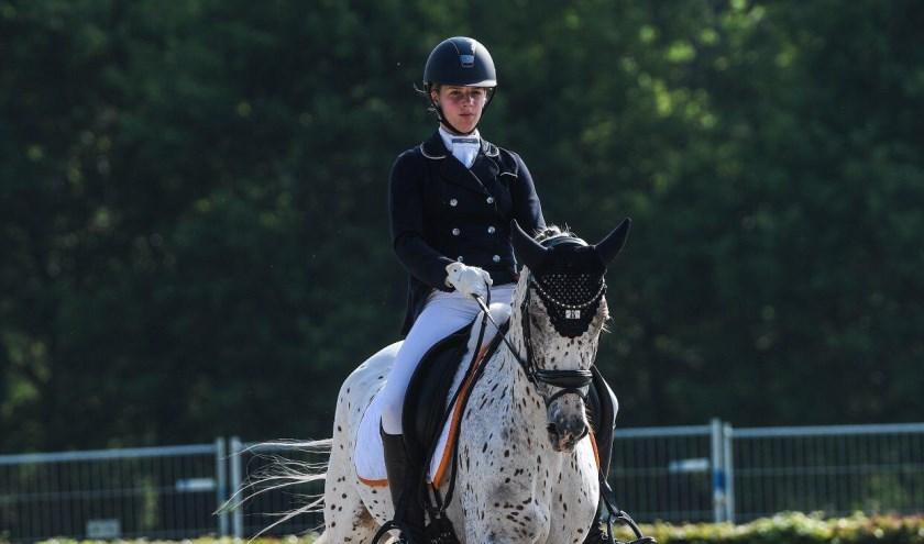 Anniek met haar pony Arielle