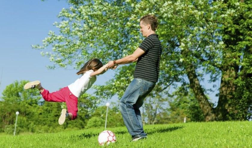 Ouder en kind actief bezig tijdens de clinic
