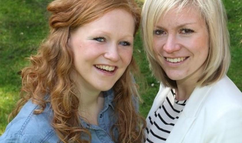 Tien jaar na hun afstuderen blikken verloskundigen Anke van der Aa en Erin van Rielvan de Drunense praktijk Rond terug.
