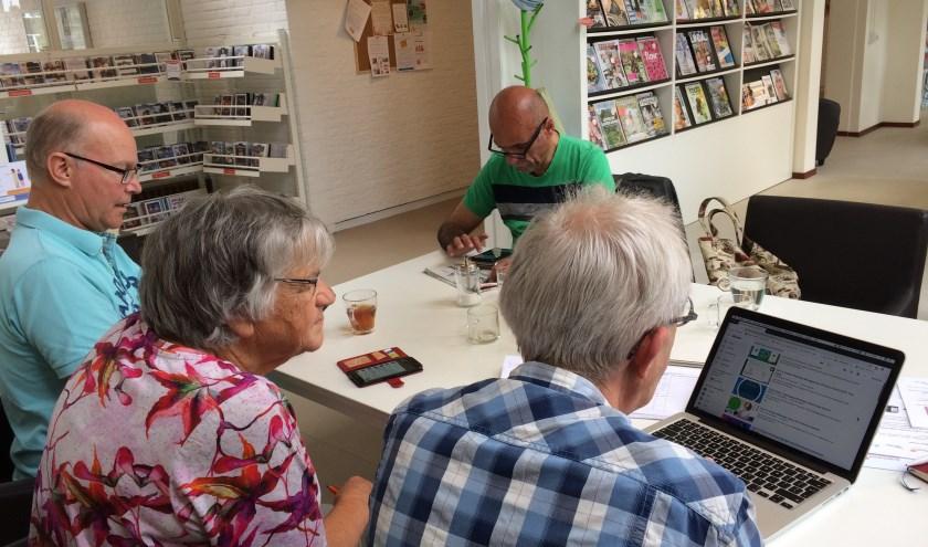 De bibliotheek in Loenen houdt vanaf vrijdag 26 juli elke eerste en laatste vrijdag van de maand een digitaal vragenuur. Eigen foto