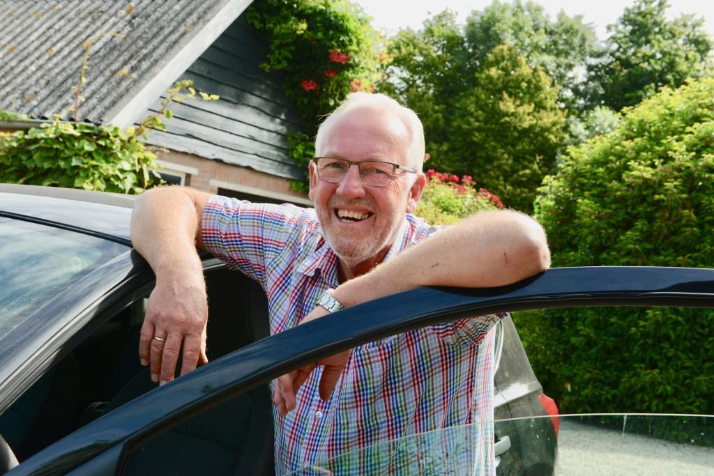 Als blij mens maakt meester Dick Trappenburg zich op voor de vakantie die dit jaar weer voor het eerst naar Frankrijk zal zijn.  © DPG Media