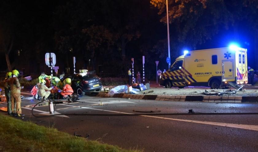 Twee personen zwaargewond na aanrijding in Spijkenisse. Foto: AS Media