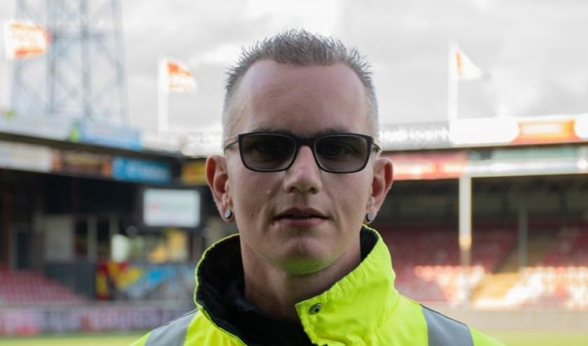 Nick Jansen: 'Doordat ik nu steward ben, ben ik een stuk volwassener geworden. Ik kan het iedereen aanraden!' (Foto: Jeffrey Hurenkamp)