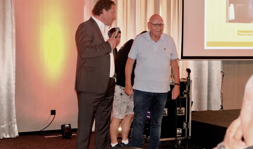 Voorzitter Robert Langenbach van TEC met Kees Jansma tijdens sponsor event TEC.