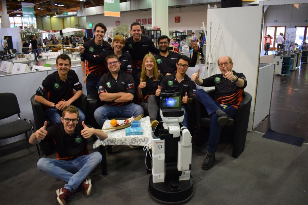 Het team achter zorgrobot HERO. Foto: Tech United © DPG Media