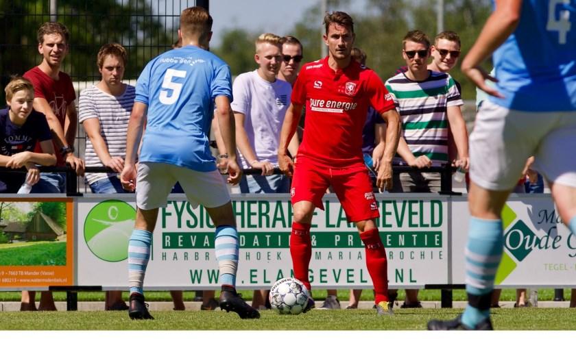 Paul Verhaegh is voorlopig een van de weinige nieuwelingen in de voorbereiding bij FC Twente. Foto: Gerrit