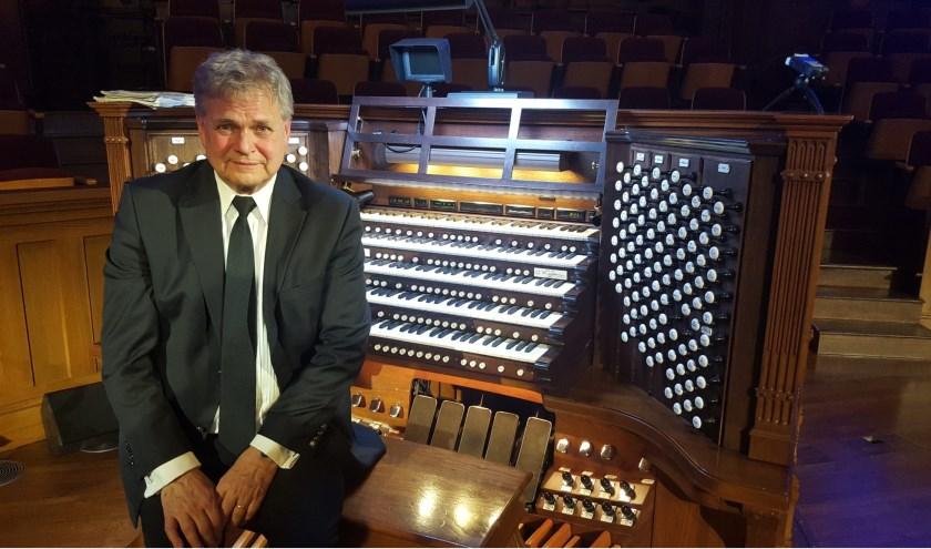 De Canadese, in Nederland geboren, organist André Knevel speelt 26 juli in de Bethelkerk.