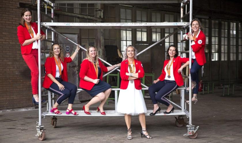 Vlnr: Siska Hummel, Tosca Goes, Femke Hagen, Carolien van Dijk, Aniek Pijpelink, en Marjon Boekholt vormen het landelijk hoofdbestuur van Ladies' Circle Nederland. FOTO: www.fotomakerijlinque.nlhttps://ladiescirlce.nlFoto http://www.fotomakerijlinque.nl