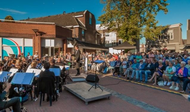 """""""Het is echt bijzonder om te horen hoe driekoren en een harmonieorkest samen klinken,"""" reageert organisator Freek Tasma. Foto:  © DPG Media"""