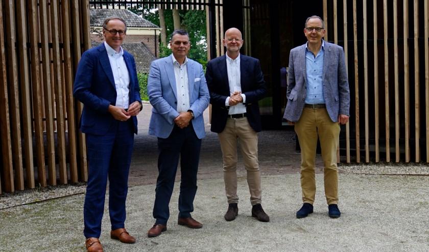 V.l.n.r.: Steven van Westreenen, penningmeester bestuur TWR; Lenard Prins, voorzitter bestuur TWR; Bert Kuijt, KBB en Hubrecht Smits, directeur TWR.