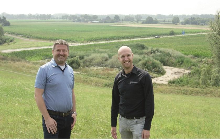 Paul Jakobs (links) en Martijn Wieleman organiseren op zondag 18 augustus als finale van Westervoort In Beweging 'Concert op de Bult' met DT Orchestra, voorheen de Dieseltrekkers.