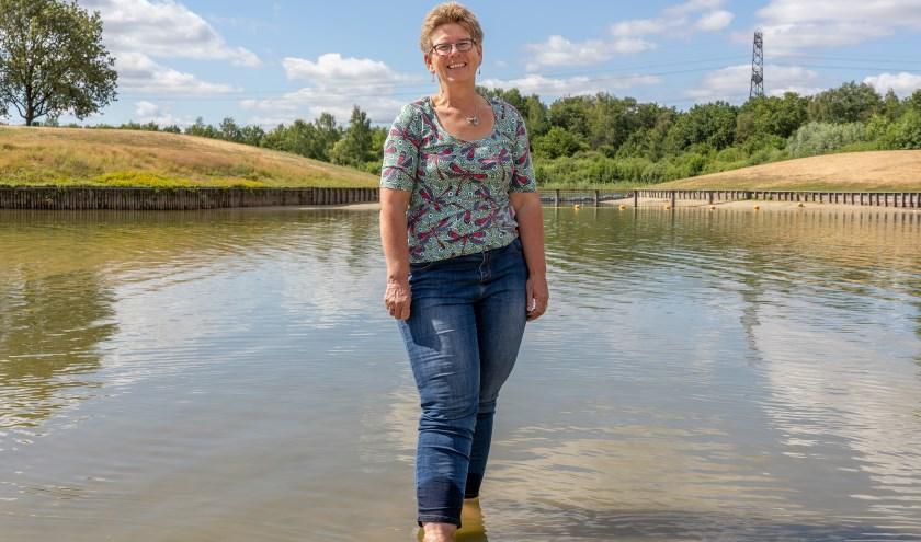 Alberta Groteboer is adviseur waterkwaliteit bij Waterschap Vechtstromen. Hier op Het Lageveld in Wierden is het veilig om te zwemmen. Foto: Paulien Wilkinson