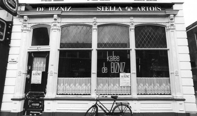 Kafee de Bizniz was van 1980 tot 1988 dé ontmoetingsplaats voor 'alternatievelingen' in Waalwijk. Foto: privécollectie