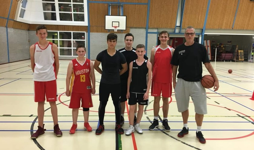 V.l.n.r.: Sjoerd van de Laarakker, Mila Joosten, Christian van der Voet, Duncan Holman, Dirk van Buren, Siebe Gerritsen en Mark van Schutterhoef.