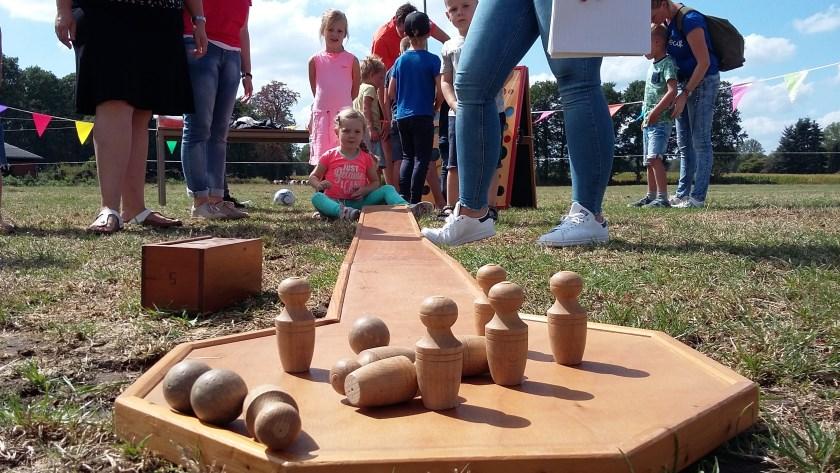 Kinderspelen op vrijdagmiddag tijdens het Brinkheurnse volksfeest.