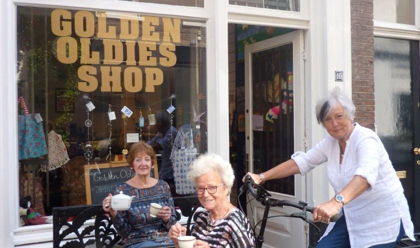De toneelgroep: Golden Oldies Trees Diesveld, Truus Duis en Marijke Nillesen. (foto: Hilde Wijnen)