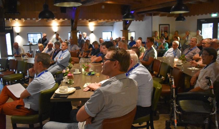 Ongeveer 75 belangstellenden waren aanwezig bij het eerste Dorpscafé Enter bij Landgoed Het Rheins.