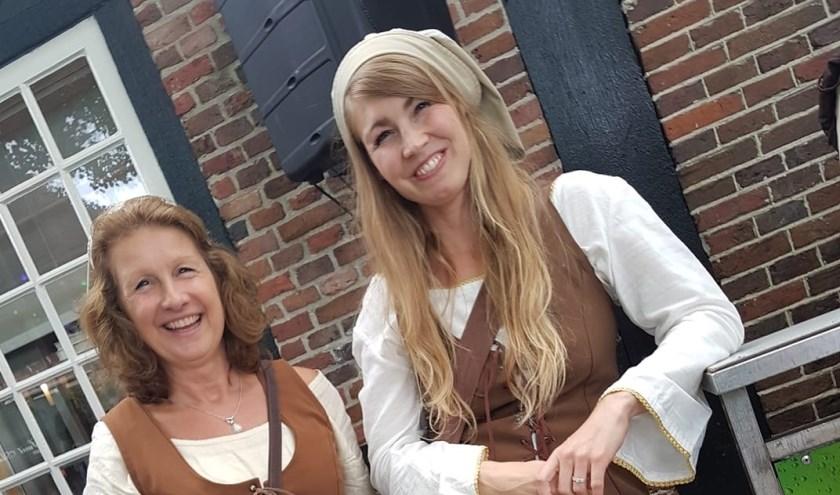 De Breughelwiefkes Mandy en Corien. Tijdens het Bruegheliaans Festijn zal Losser weer teruggaan in de tijd.
