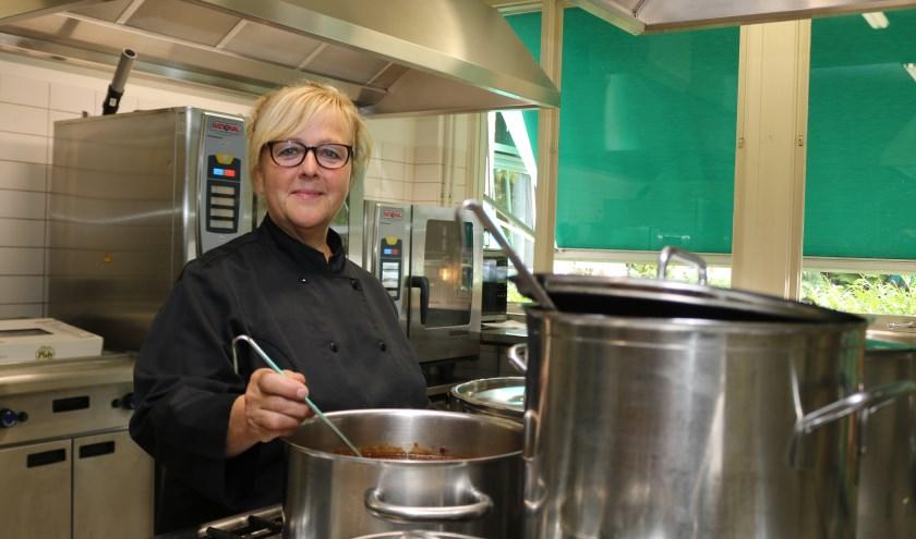 """Joke Regelink - Amtink, """" De keuken is het domein waar ik mij thuis voel."""" Foto: Arjen Dieperink"""