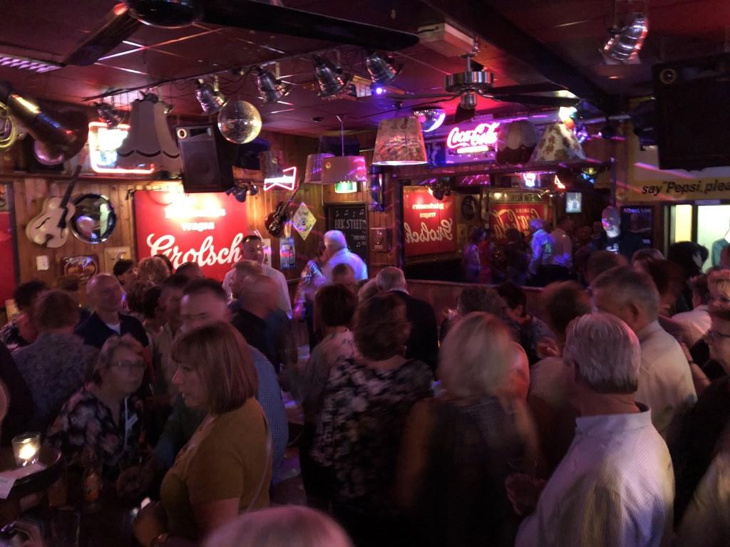 Foto: 40+ singlescafe van DatingOost bij De Cactus Hengelo (ov)  © DPG Media
