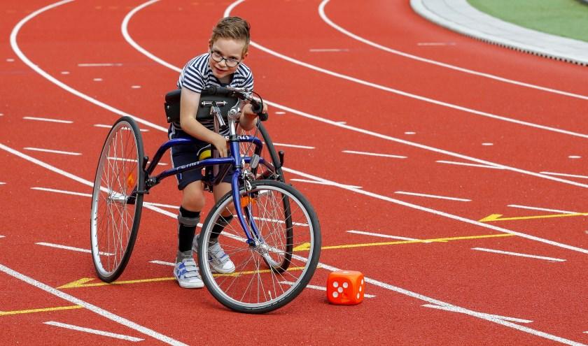 """Quinten Verhoeven: """"Er zijn dus niet echt veel sporten waaraan ik mee kan doen, maar meedoen met RaceRunning kan ik wel heel goed!"""" FOTO: Bert Jansen."""