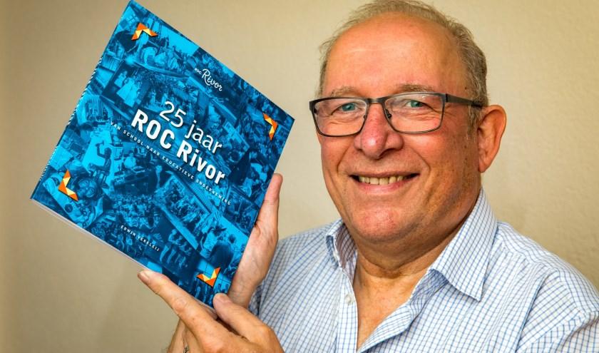Edwin Verkleij, schrijver van het jubileumboek 25 jaar ROC Rivor. Foto: Jan Bouwhuis.