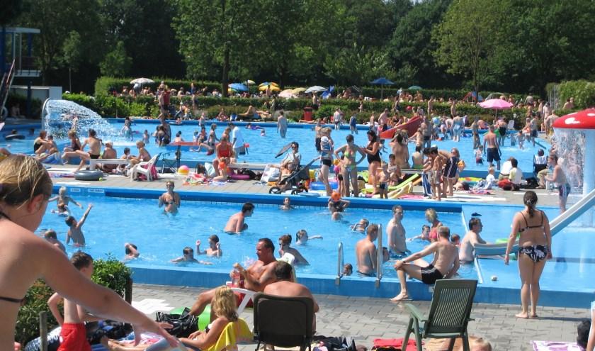 Snikhete dagen met enkele duizenden bezoekers zijn een feestje voor het zwembad. 23 augustus wordt een feestje voor de bezoekers!