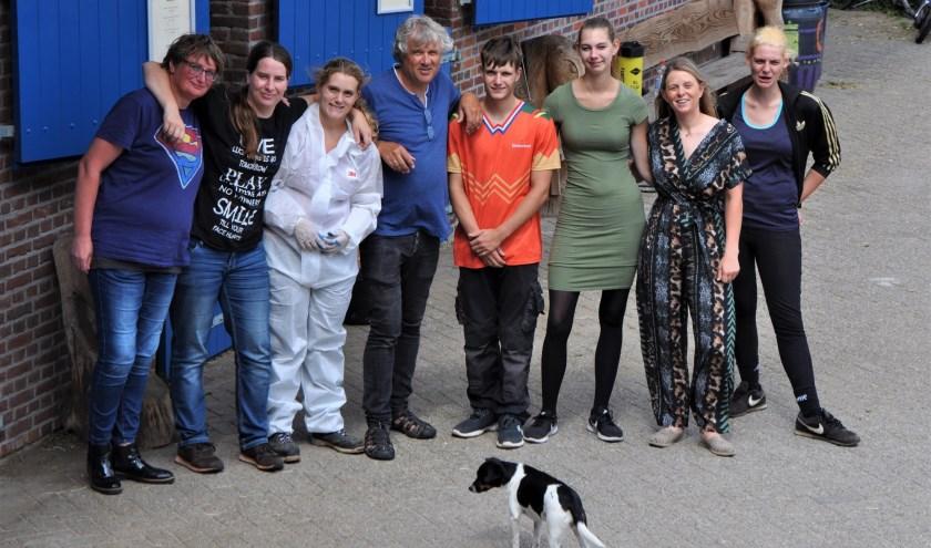 Een deel van het team dat dit jaar naar Moldavië vertrekt om verder te bouwen (foto: Jolijn van Harten)
